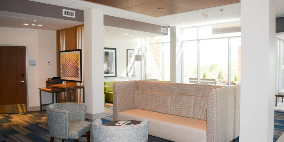 Holiday Inn Express and Suites Oswego Lobby