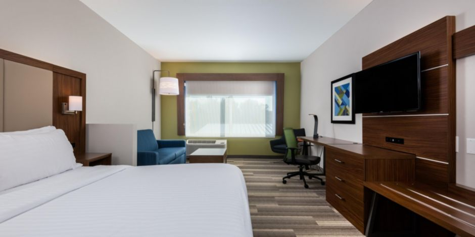holiday-inn-express-and-suites-queensbury-5279830250-2×1