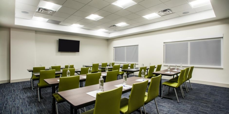 holiday-inn-express-and-suites-queensbury-5279833846-2×1