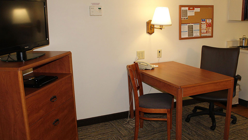 candlewood-suites-north-syracuse-table